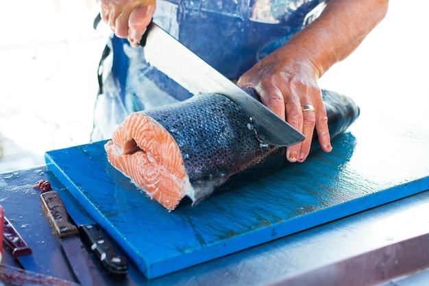 Porção de salmão Foto gratuita