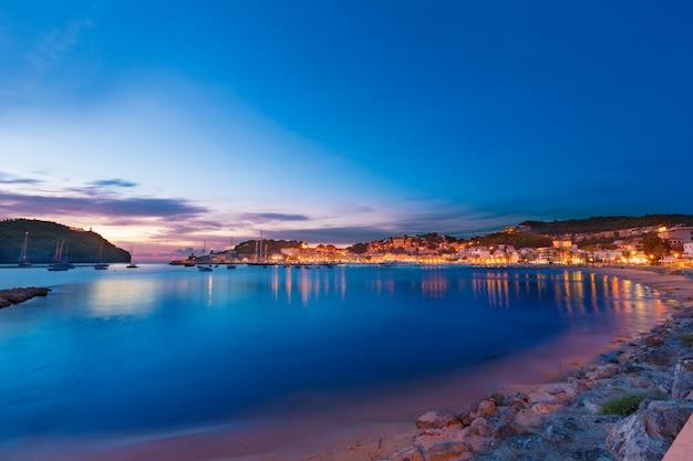 Port de soller pôr do sol em maiorca na ilha das baleares Foto Premium