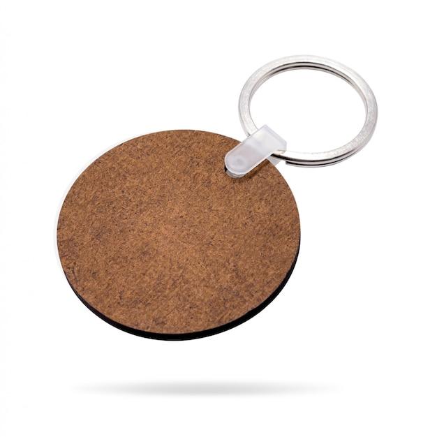 Porta-chaves de madeira isolada no fundo branco. corrente chave para o seu design. Foto Premium
