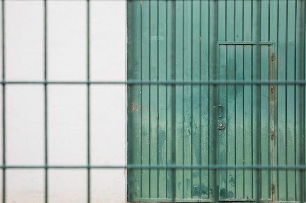 Porta de fábrica Foto gratuita