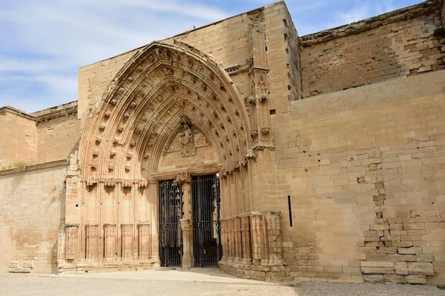 Porta dos apóstolos catedral de lleida (la seu vella) lleida catalunha espanha Foto Premium