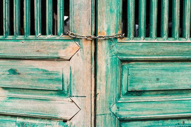 Porta velha pintura verde para estilo vintage Foto Premium