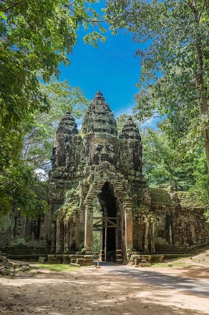 Portão norte do complexo de angkor thom Foto Premium