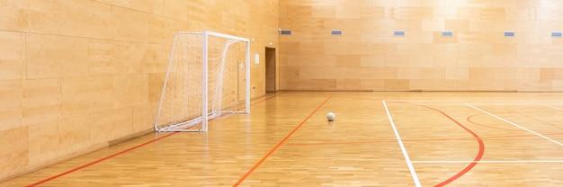 Portões para mini futebol. salão de handebol na quadra de esporte moderna Foto Premium