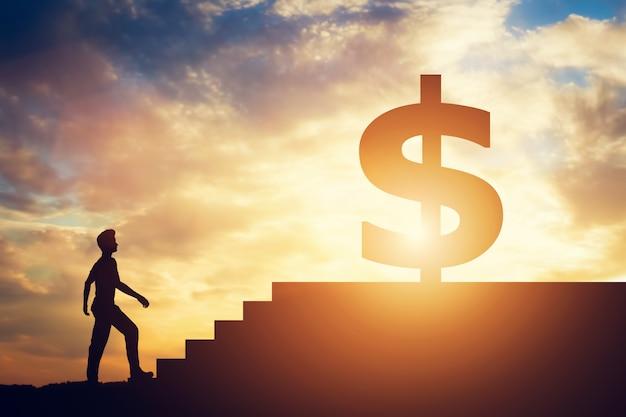 Posição homem, frente, escadas, com, sinal dólar, cima Foto Premium