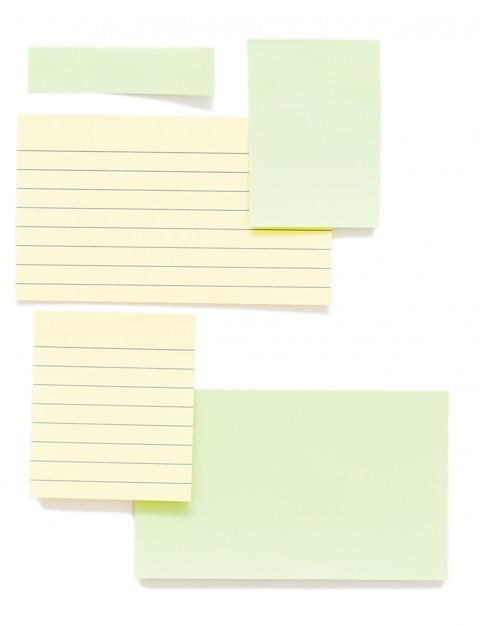 Post-it papéis isolados sobre o fundo Foto gratuita