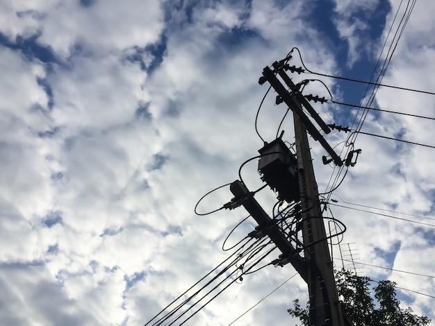Poste de eletricidade e cabo Foto Premium