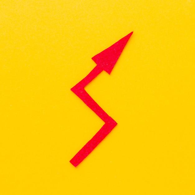 Postura plana de flecha torta Foto gratuita