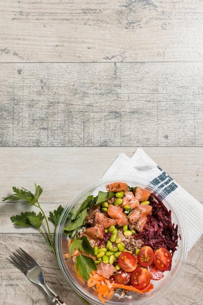 Postura plana de tigela com variedade de alimentos saudáveis Foto gratuita
