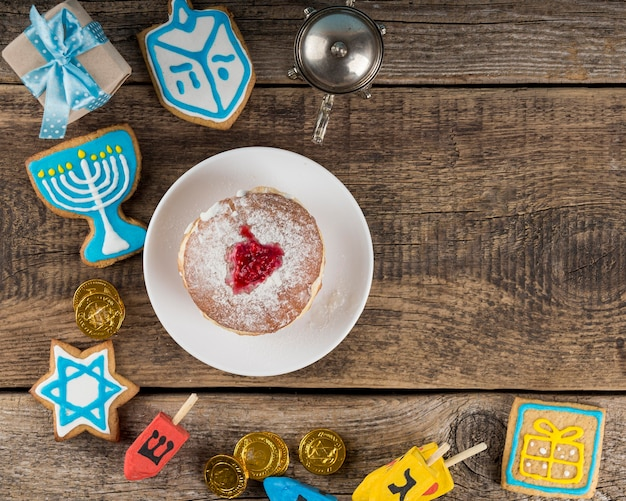 Postura plana do conceito de hanukkah com espaço de cópia Foto gratuita