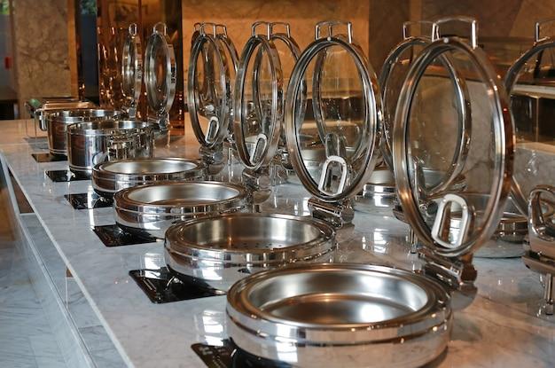Potenciômetro vazio do fogão no fogão elétrico, smorgasbord. Foto Premium