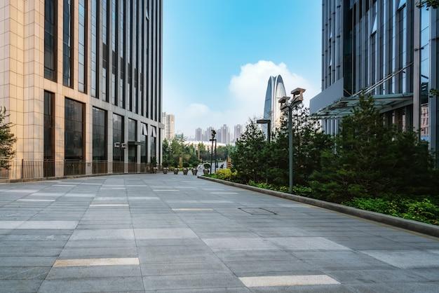 Praça da cidade e arranha-céus modernos Foto Premium