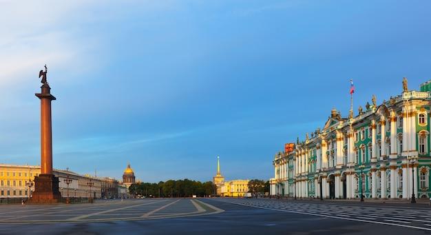Praça do palácio em são petersburgo Foto gratuita