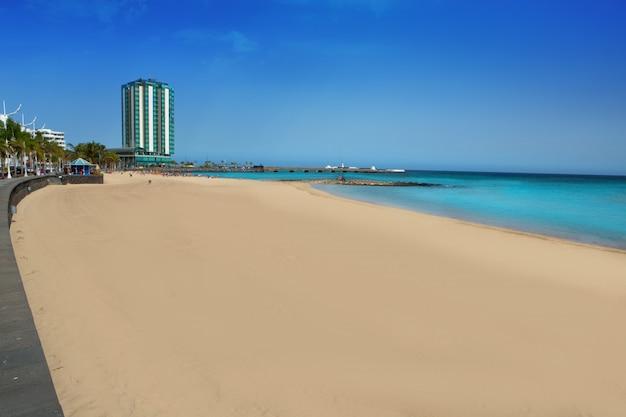 Praia de arrecife, playa del reducto, em lanzarote Foto Premium