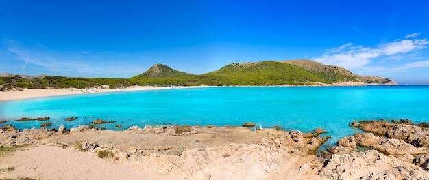 Praia de maiorca cala agulla em capdepera mallorca Foto Premium