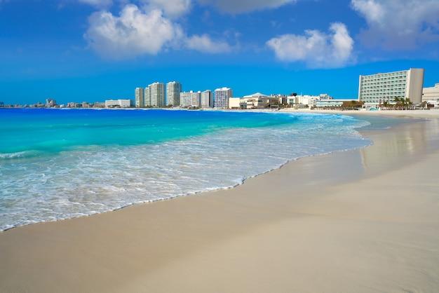 Praia do fórum de cancun playa gaviota azul Foto Premium