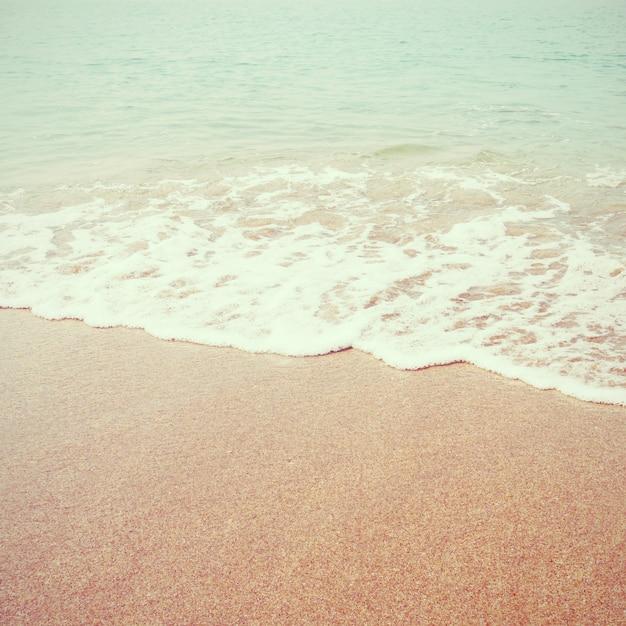 Praia do mar com efeito de filtro retrô Foto Premium