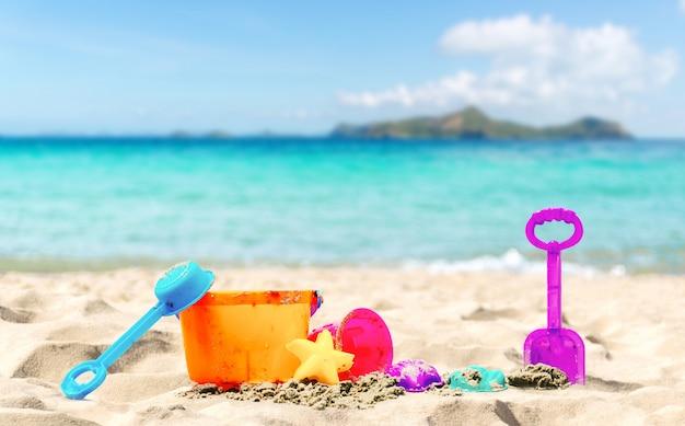 Praia e mar de férias relaxe verão Foto Premium