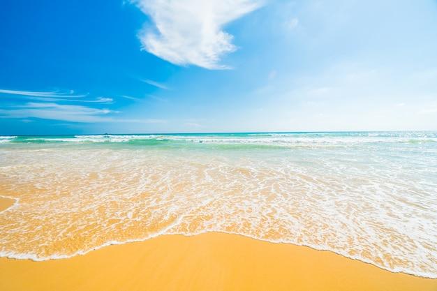 Praia e mar Foto gratuita