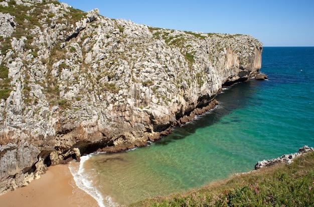 Praia, nueva de llanes. astúrias, espanha Foto Premium