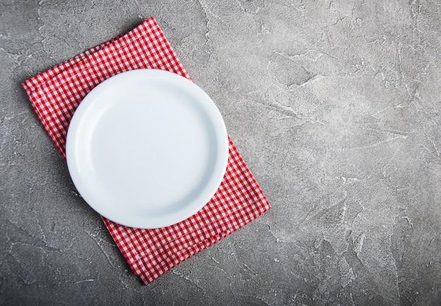 Prato branco vazio com nupkin Foto Premium
