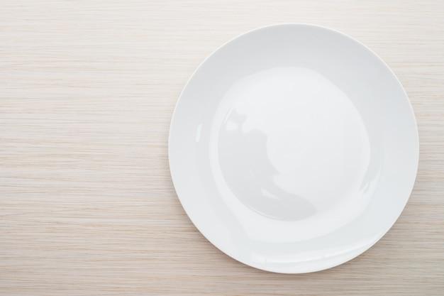 Prato branco vazio Foto gratuita