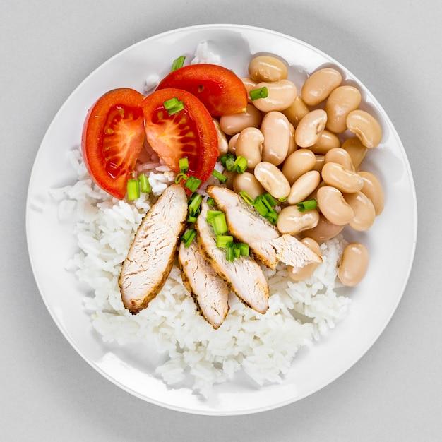 Prato com arroz e feijão Foto gratuita