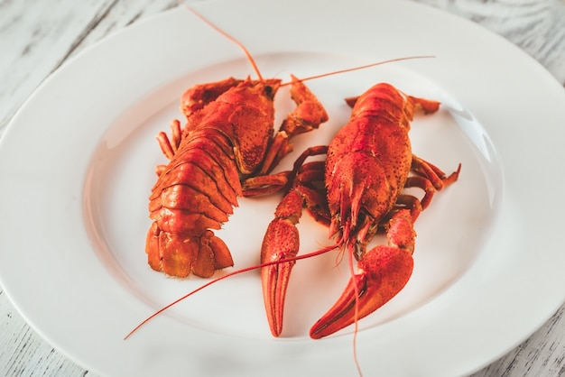 Prato de lagosta cozida com molho Foto Premium