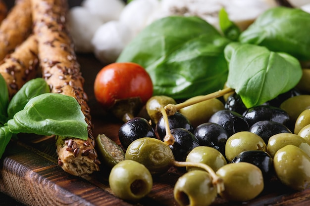 Prato mediterrâneo aperitivo Foto Premium