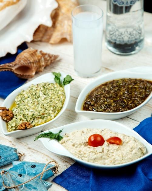 Prato turco prato e raki turco Foto gratuita