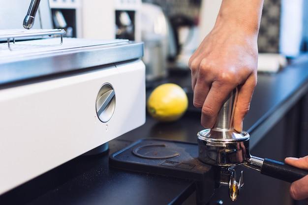 Preparação de café expresso Foto gratuita