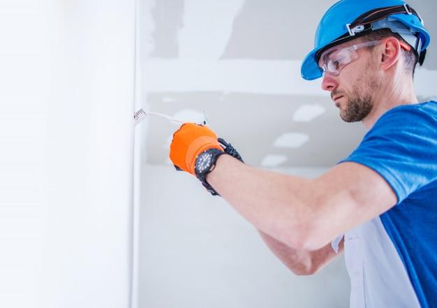 Preparando instalação elétrica Foto gratuita