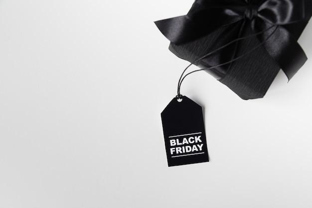 Presente de sexta-feira preta com tag Foto gratuita