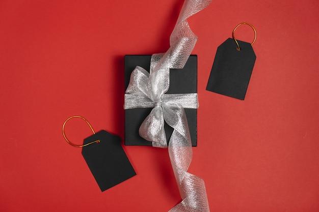 Presente preto do presente da caixa de sexta-feira isolado. Foto Premium