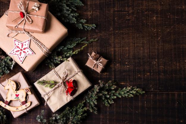 Presentes embrulhados bonitos com espaço de cópia Foto gratuita