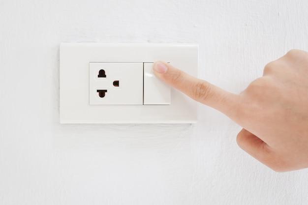 Pressione ligue o interruptor elétrico Foto Premium