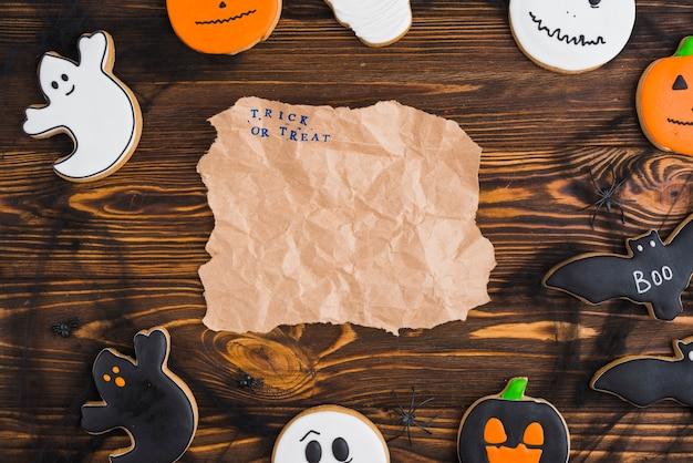 Priánik no dia das bruxas dispostas em círculo com papel ofício Foto gratuita