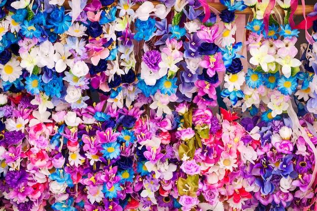 Primavera grinaldas de flores de várias cores Foto Premium