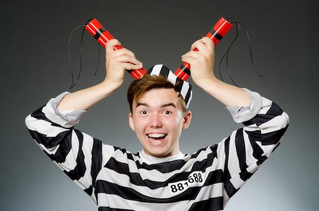 Prisioneiro engraçado no conceito de prisão Foto Premium