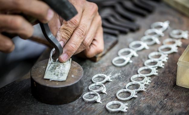 Processamento de pedras preciosas Foto gratuita