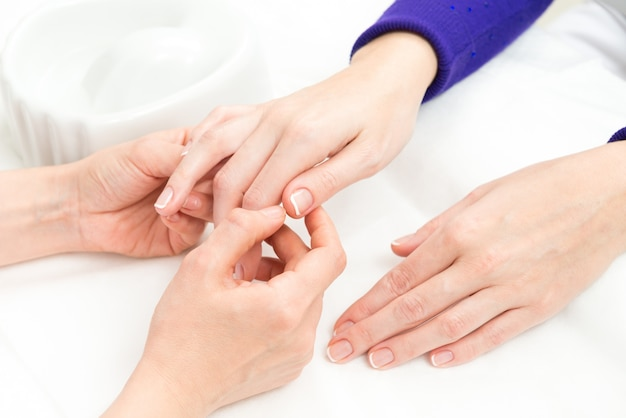 Processo francês de manicure Foto gratuita
