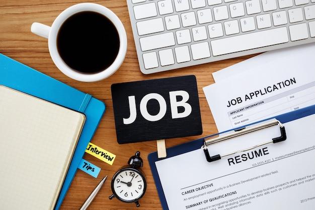 Procura de emprego com sinal de trabalho Foto Premium