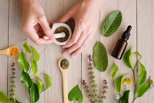 Produto à base de plantas para medicina orgânica. Foto Premium