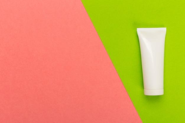Produto cosmético em um bicolor brilhante Foto Premium