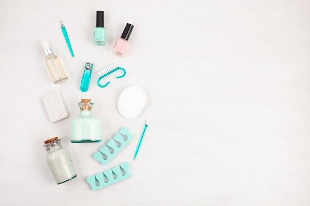 Produtos cosméticos de beleza para manicure, pedicure, pés e mãos Foto Premium
