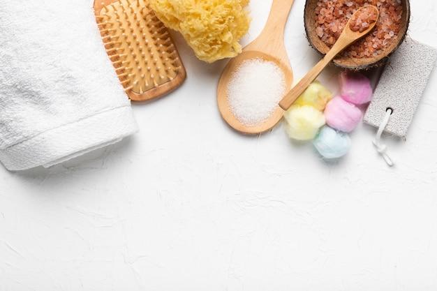 Produtos cosméticos para spa de cuidados com a pele Foto gratuita