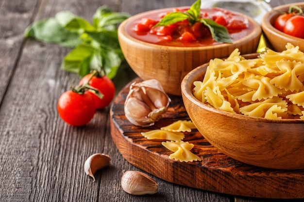 Produtos para cozinhar comida italiana Foto Premium
