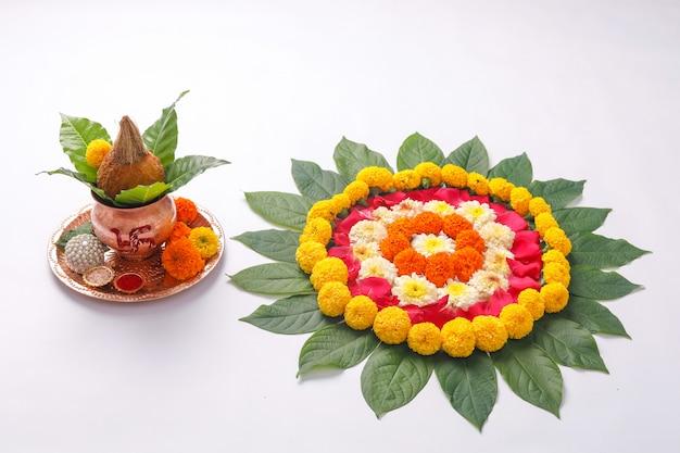 Projeto de rangoli de flor de calêndula para o festival de diwali Foto Premium