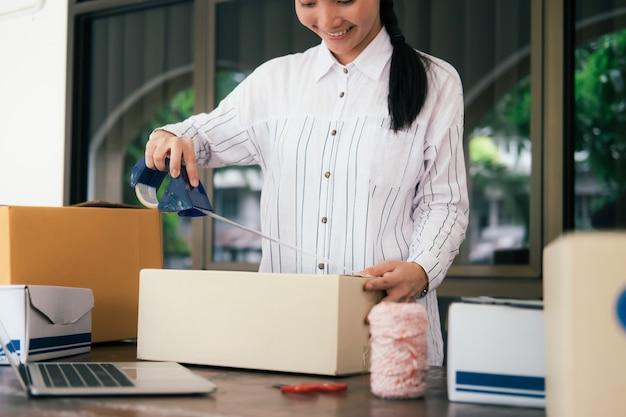 Proprietário de pequenas empresas online. Foto Premium