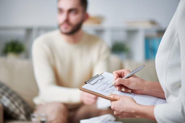 Psicoterapeuta no trabalho Foto Premium